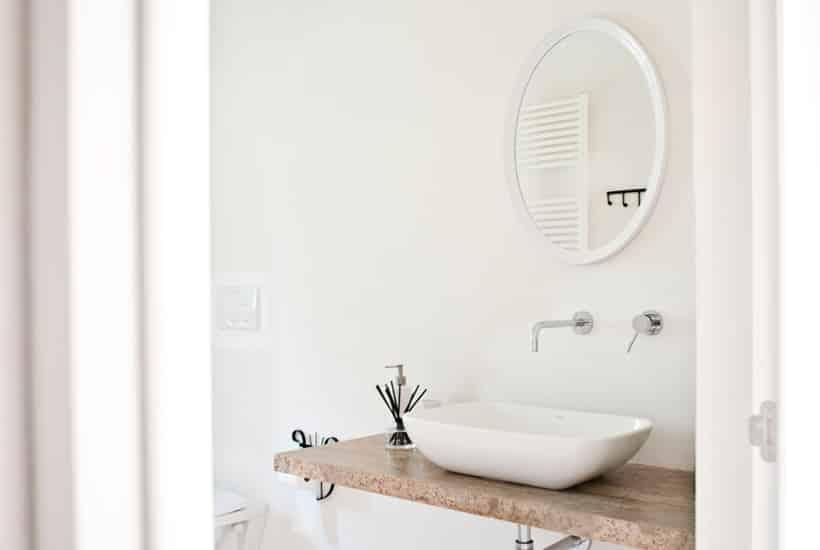 Bathroom of trullo Sereno