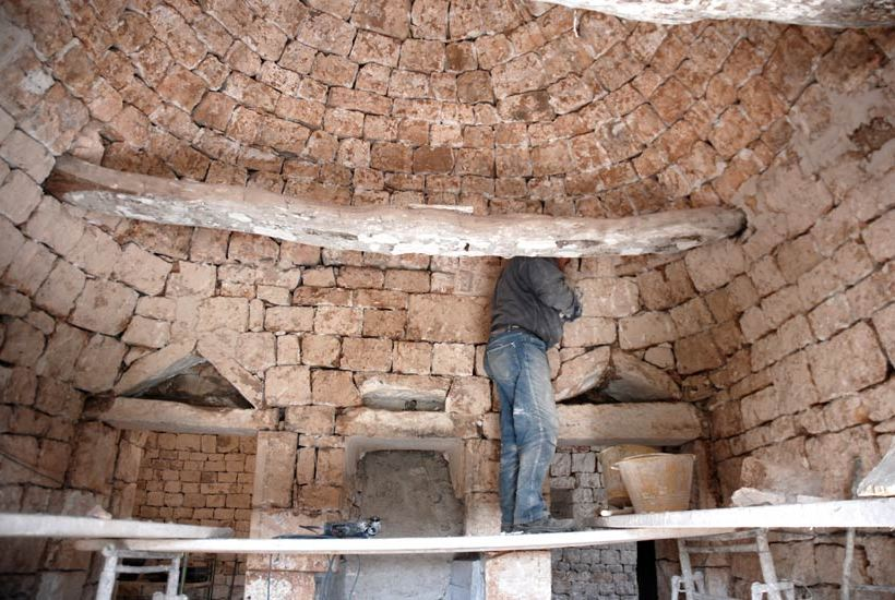 Man restoring the turnkey trullo property in Cistetrnino, Puglia