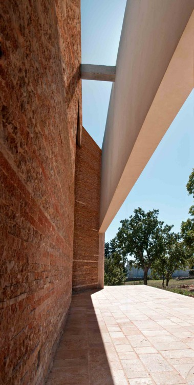 contemporary house in cisternino